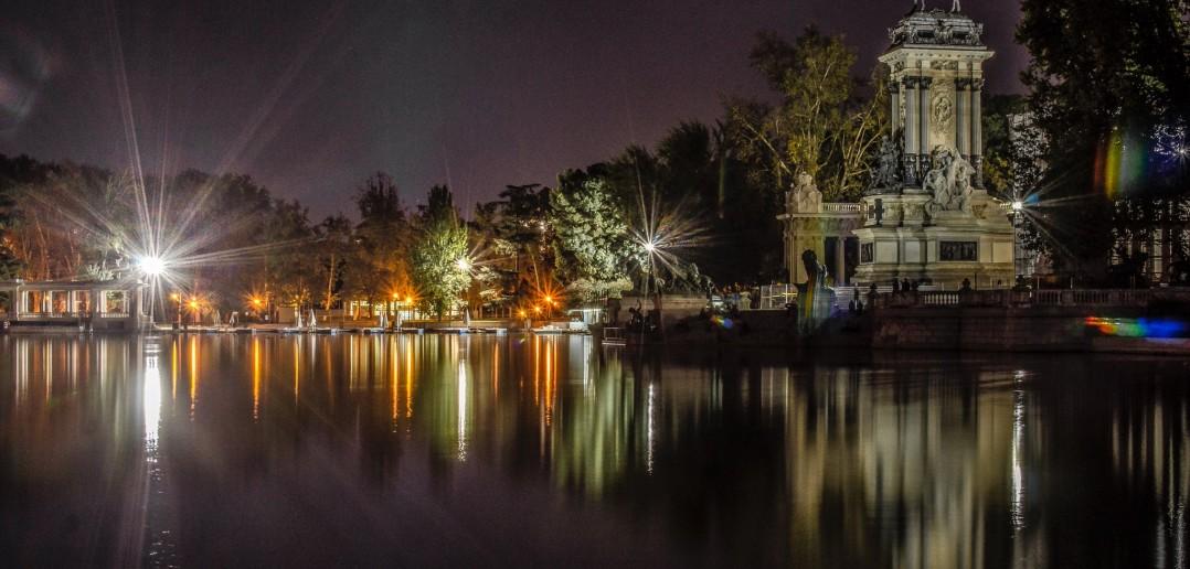 El Parque del Retiro de noche