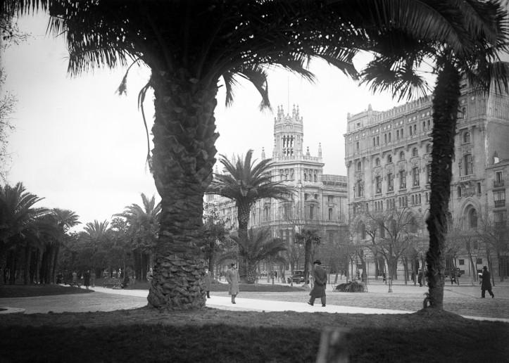 Paseo del Prado 1945 . Madrid