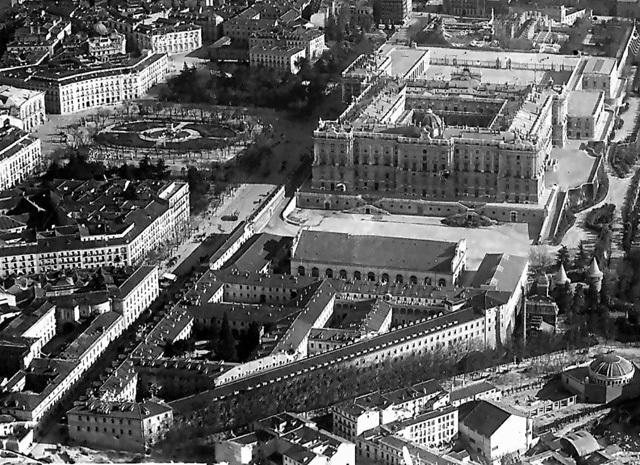 Fotografía aérea de las desaparecidas Caballerizas Reales