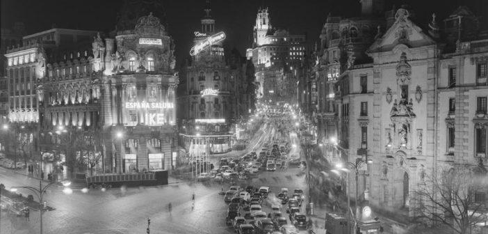 Fotos antiguas de Madrid: Brillos en la Gran Vía