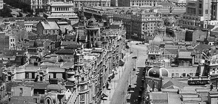 Fotos antiguas de Madrid: Un zeppelin en la Gran Vía