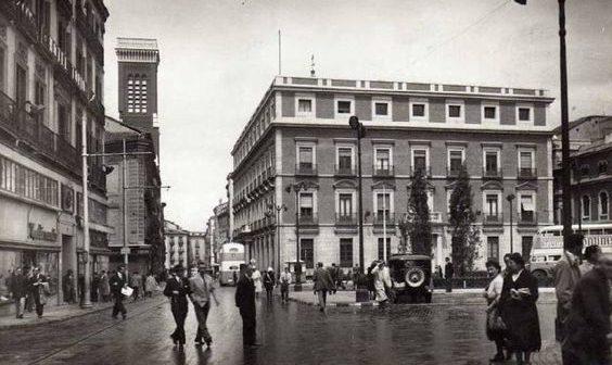 Fotos antiguas de Madrid: Plaza de Jacinto Benavante