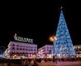 El primer árbol de Navidad de España brilló en la calle de Alcalá