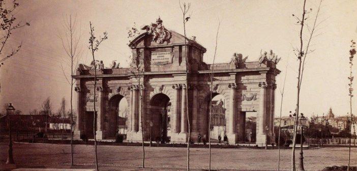 Fotos antiguas de Madrid: Puerta de Alcalá (1875)