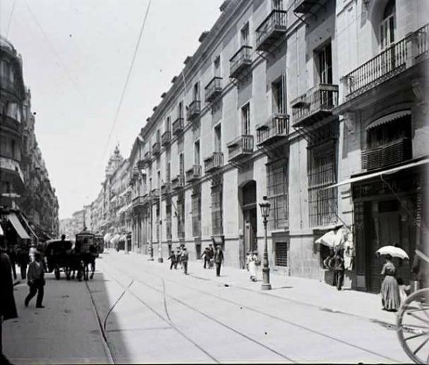 Fotografia antigua de Madrid de la calle Mayor a inicios del siglo XX