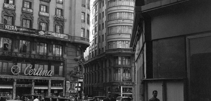 Fotos antiguas de Madrid: La Gran Vía (1954, Horacio Novais)