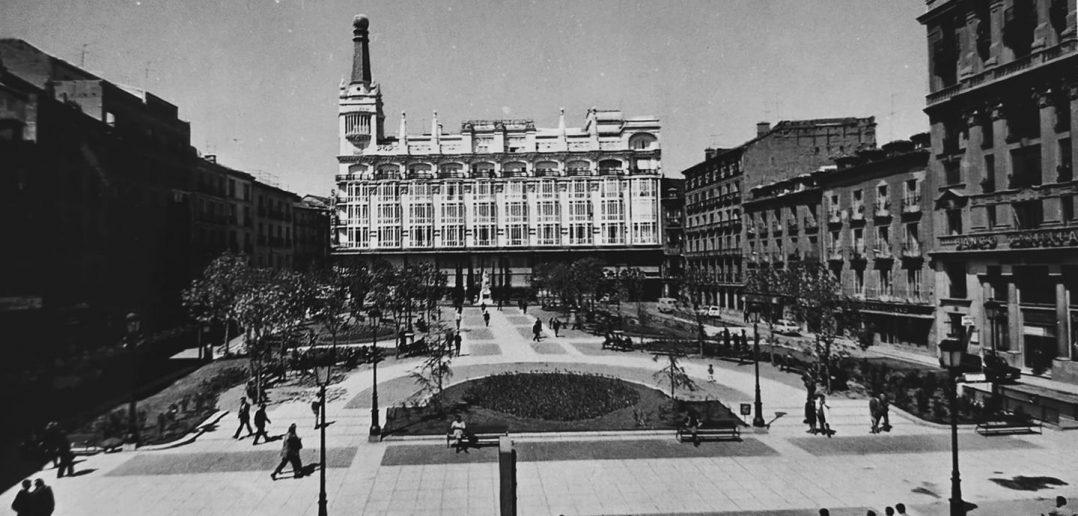 Plaza de Santa Ana, años 70, en Madrid